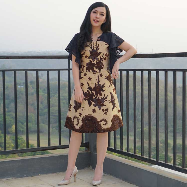 model baju batik formal wanita modern