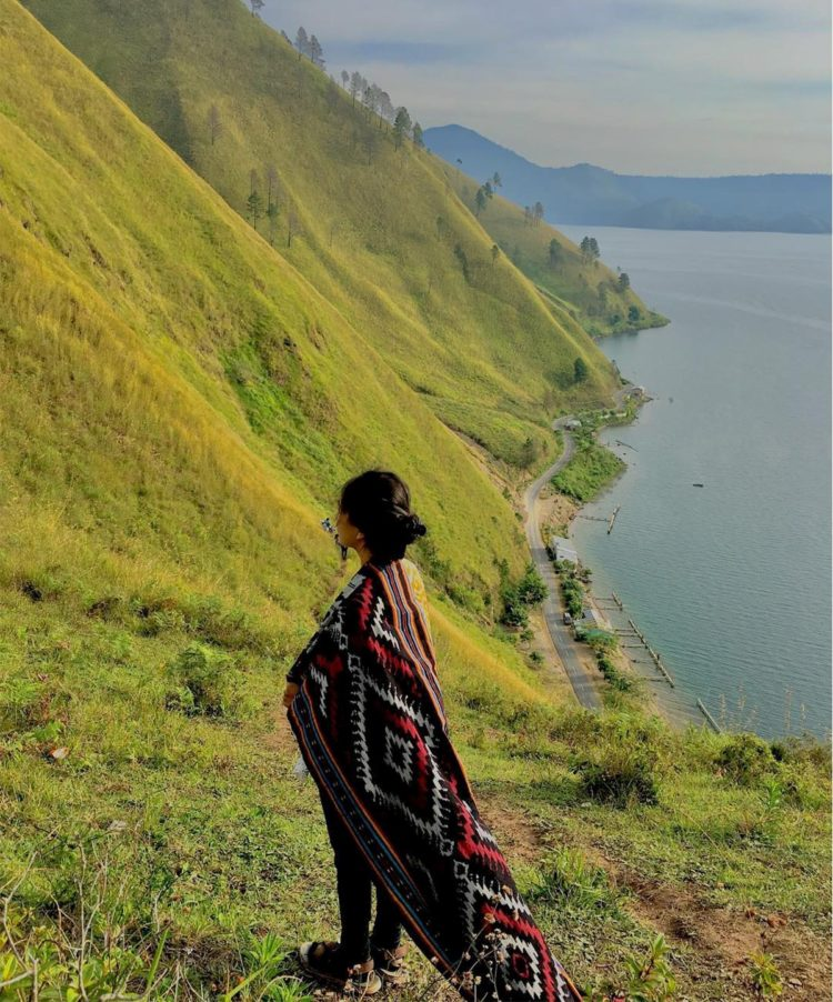 danau toba in english