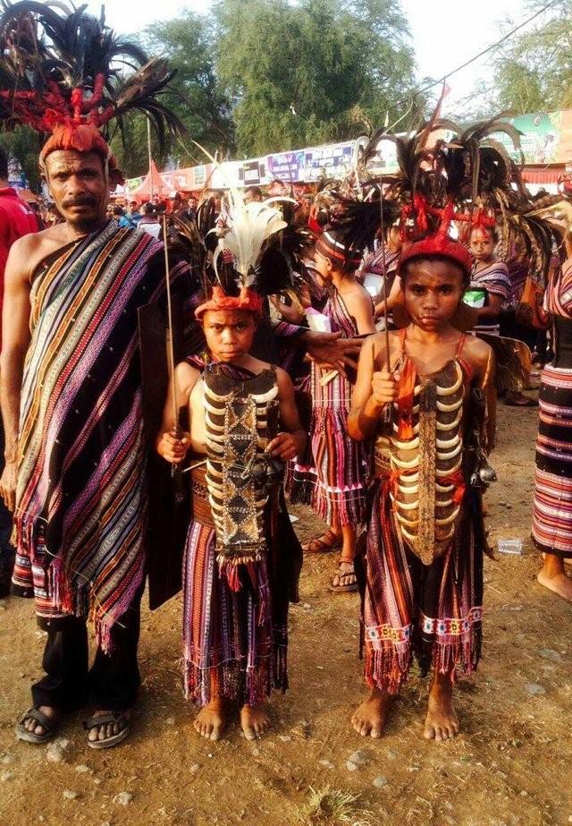 Pakaian adat NTT dalam ragam etnik