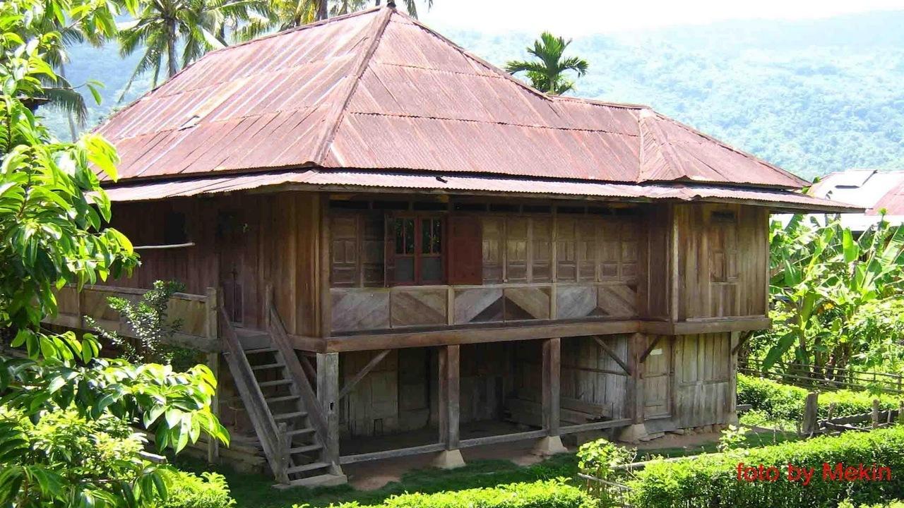 3+ Rumah Adat Lampung (NAMA, GAMBAR, PENJELASAN)