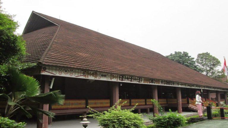 gambar rumah adat maluku