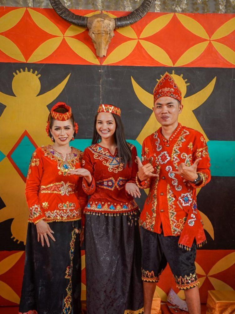 Pakaian Adat Sulawesi Tengah Acara Upacara Adat